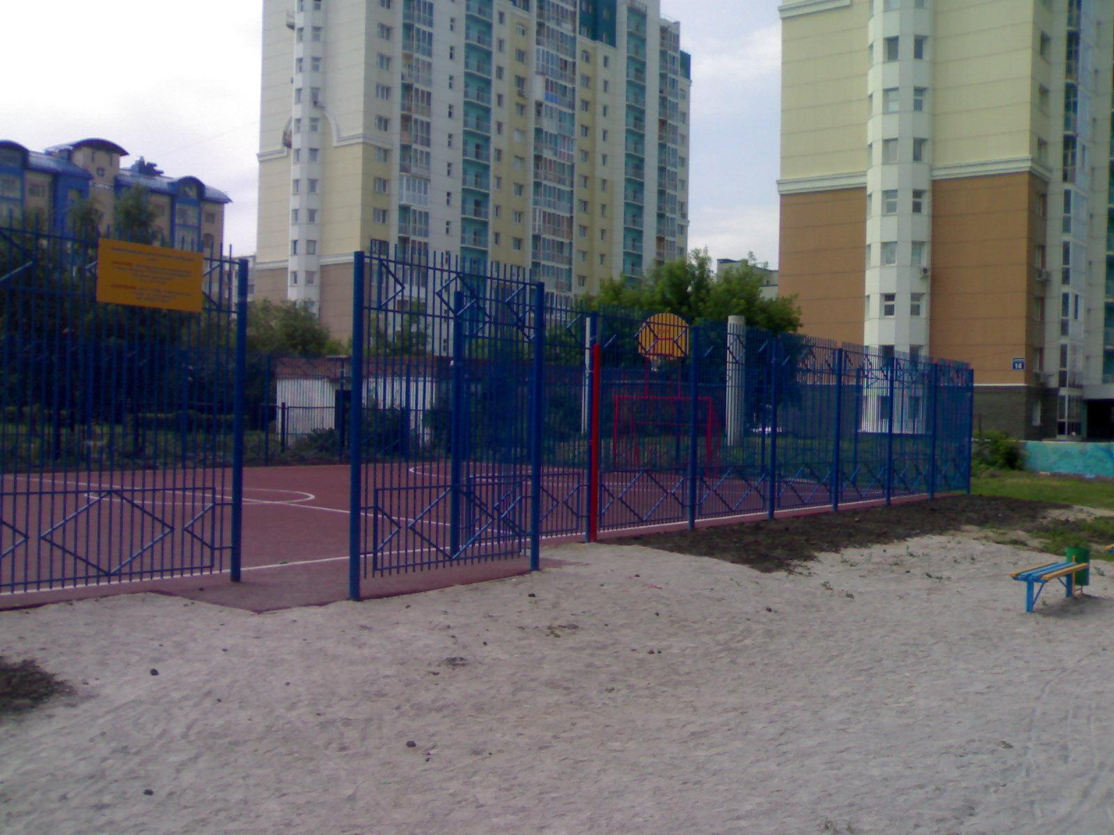 Среди них Универсальные спортивные площадки, которые были построены недавно мэрией г. Новосибирска в рамках программы...